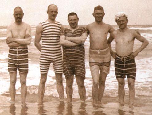Men swimming 1900